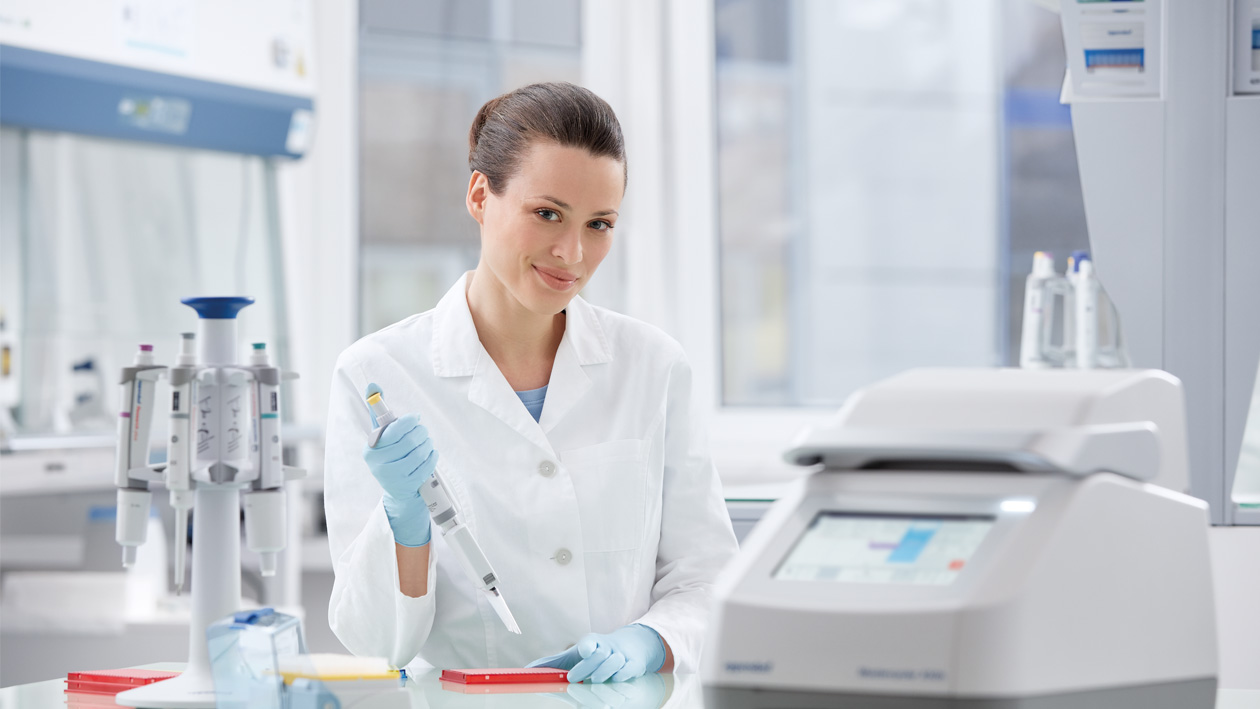 Lab technician working with pipette and Mastercycler X50 in front having the VisioNize touch interface integrated enabling monitoring features