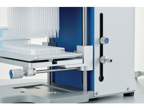 Possibility to pre-set labware heights in 2 positions for repetitive tasks or auto-pipetting mode