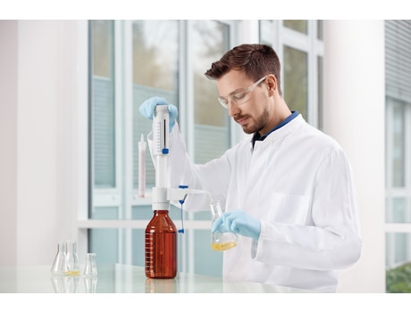 Image – Bottle top dispenser, Varispenser 2/2x, man in lab (pic 4 of 5)