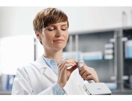 Image – Reference 2 woman in lab setting volume, multi-channel pipette