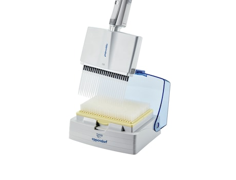 Eppendorf pipette tip box and 24-channel pipette for i.e. in vitro diagnostics